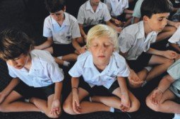 meditating children